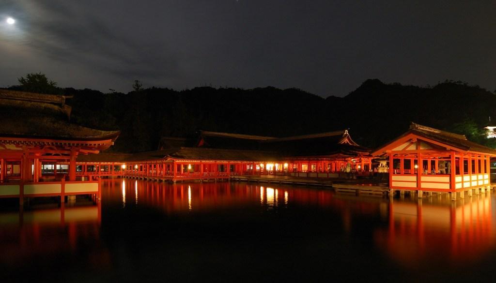厳島神社夜