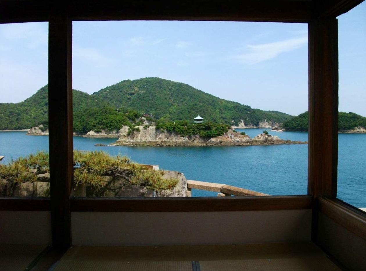 対潮楼から見た弁天島
