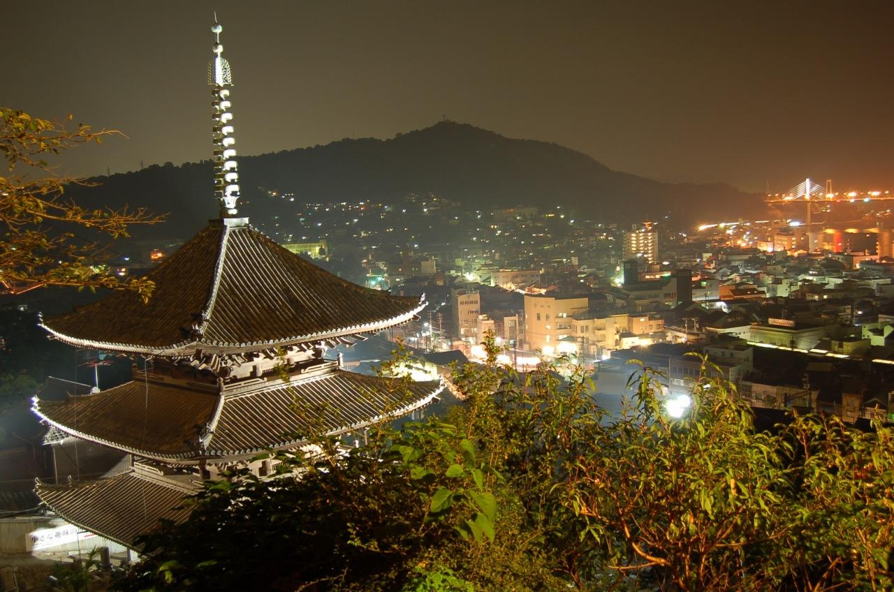 ライトアップされた天寧寺三重塔
