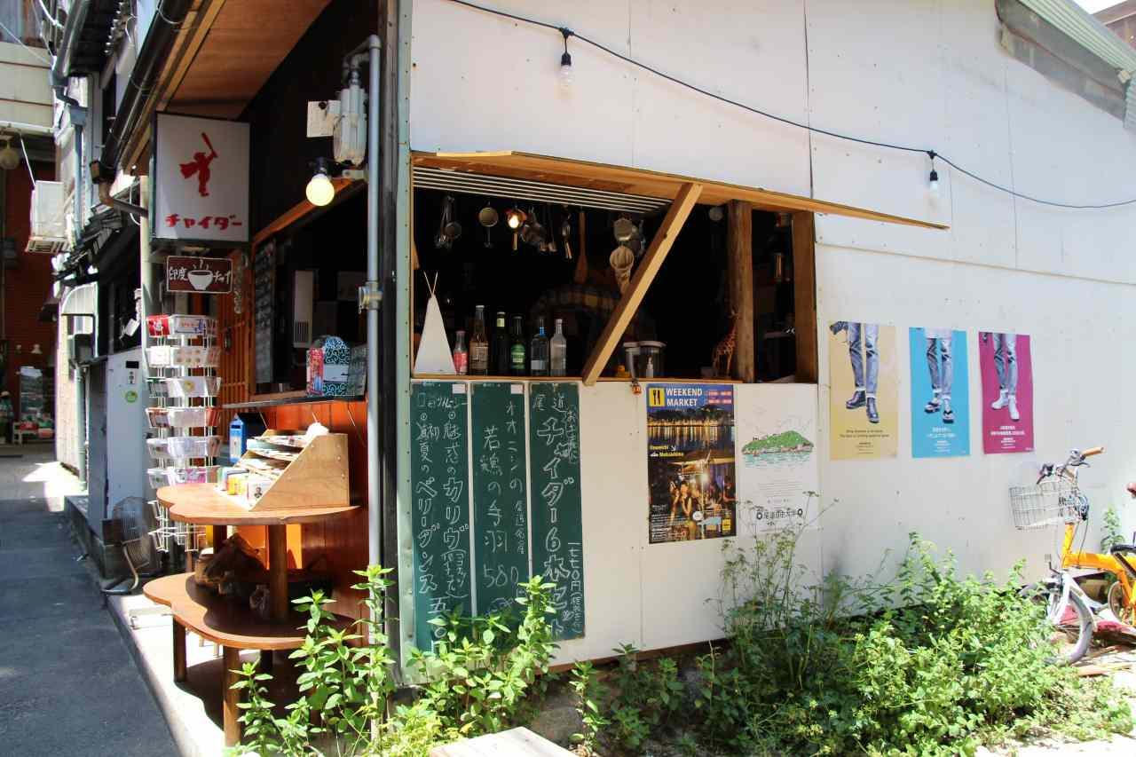 尾道本通り商店街の路地にあるチャイサロンドラゴン