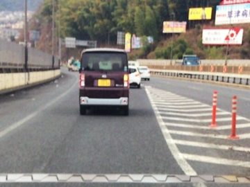 広島から宮島へ車で移動中の車線変更